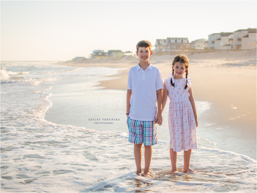 family beach portraits, North Topsail Beach, Friend Session, family portraits, siblings